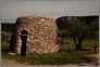 Borie - dom zbudowany z plyt kamiennych kladzionych bez zaprawy. Zamieszkiwane od 3500 lat p.n.e. do końca XIX w